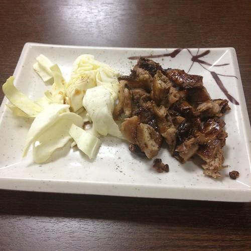 Comida en tatamis en Fushimi-Inari. ¡Yakitori!