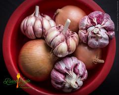flower(0.0), plant(0.0), vegetable(1.0), onion(1.0), red onion(1.0), shallot(1.0), purple(1.0), produce(1.0), food(1.0),