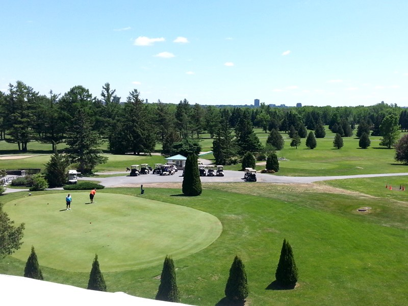 Doubletree by Hilton Gatineau golf course