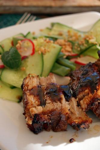 14215693314 9dc312f0f0 Poitrine de porc caramélisée et salade vietnamienne aux cacahuètes