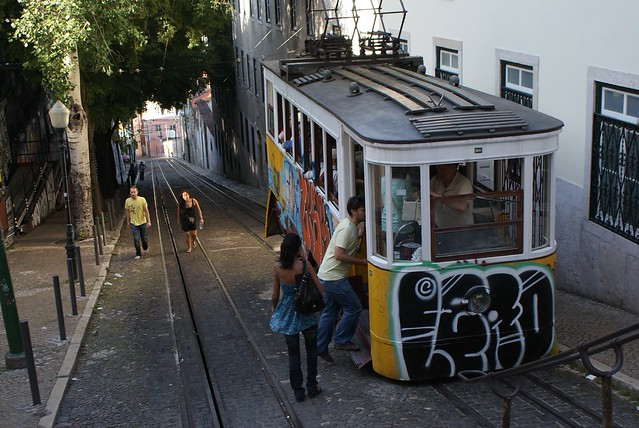 Transport en commun : Le funiculaire à Lisbonne.