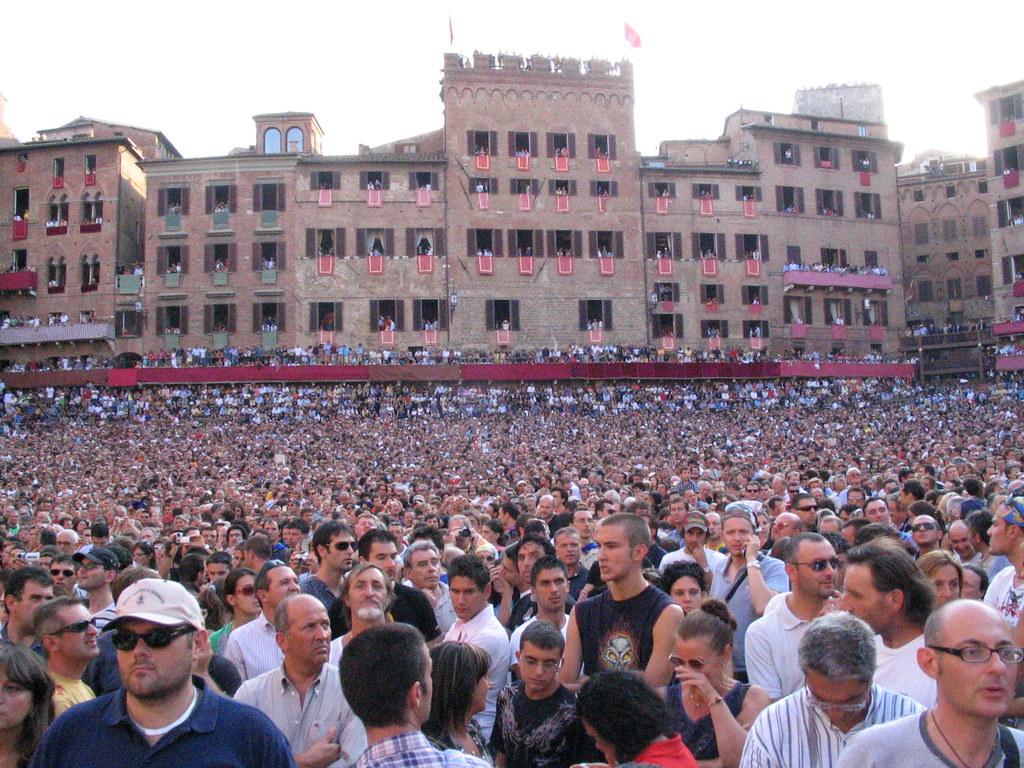 Palio Crowd