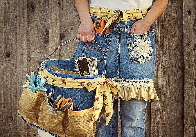 garden apron and tool caddy