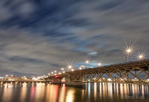 longexposure oregon portland downtown unitedstates dusk willametteriver willamette starbursts burnsidebridge lightbursts