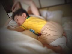 【お昼寝】お母さんの上に突っ伏します (2012/5/13)