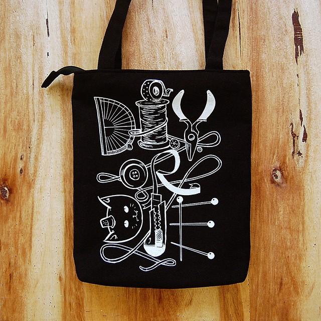 Thimblecap Print DIYorDIE bag-sm