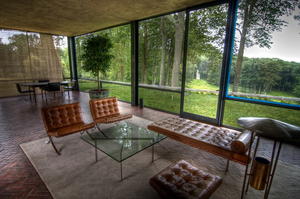 photo tour of the philip johnson glass house. Black Bedroom Furniture Sets. Home Design Ideas