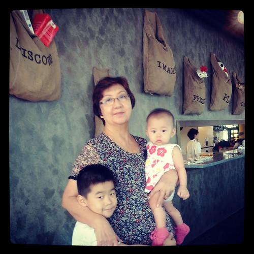 The Red Beanbag, Publika - grandma and grandkids
