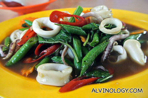 Stir-fried squid with basil