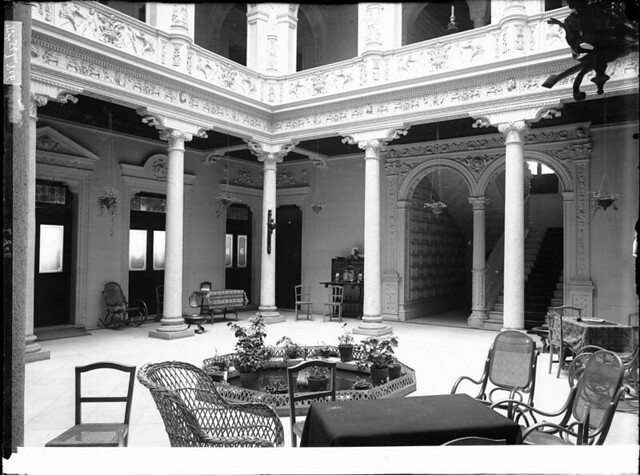 Hotel Castilla a comienzos del siglo XX. Fotografía de J. Lacoste © MECD, Fototeca del IPCE, signatura VN-22679_P