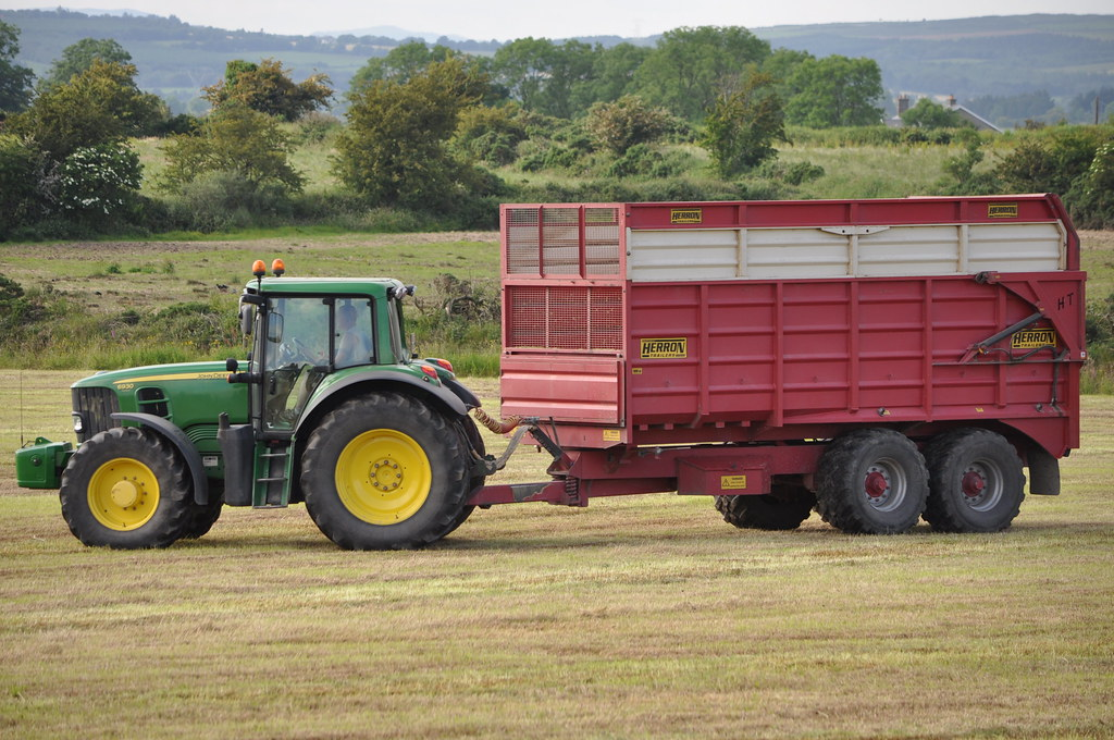 John deere 6930 tractor with a herron silage trailer