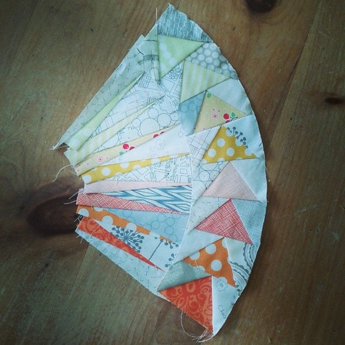 A little bit of progress on my NY Circle of Flying Geese. #firsttimeatmysewingmachineinaweek :-(