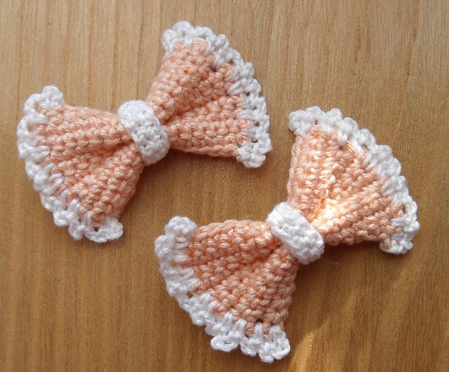 Crochet bow appliques Flickr - Photo Sharing!