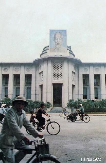 Ha Noi 1972 - Trụ sở Ngân hàng Nhà nước VN - Photo by Ishikawa Bunyo