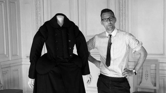 "Olivier Saillard em ""Century 18 Up to Date"", por Antoine Asseraf, parte da ""Vogue àVersailles"""