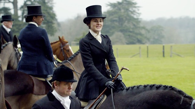 DowntonAbbeyS01E03_Hunt_Maryblackoutfit