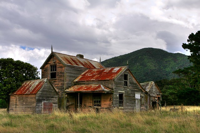 old house cross creek lake wairarapa wellington new ze