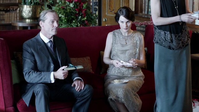 DowntonAbbeyS02E09_Mary_ivorychiffonbeaded