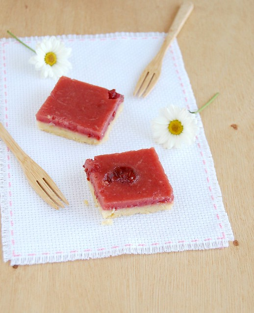 Cherry preserves and lemon bars / Barrinhas de limão siciliano e geléia de cereja