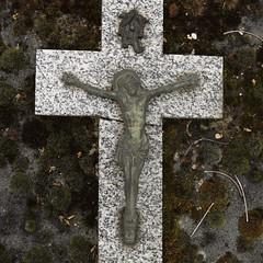 Cross (Graveyard, Paris)