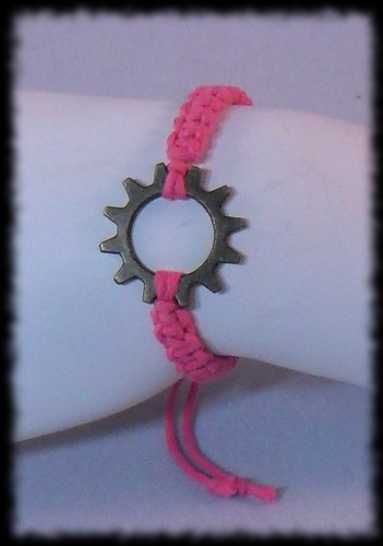 Macrame Bracelet with Gear Focal