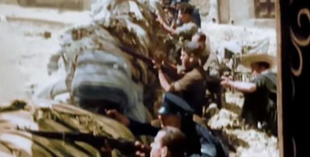 Barricada en la Cuesta de las Armas. Captura de un vídeo real a color de la Guerra Civil en Toledo en el verano de 1936