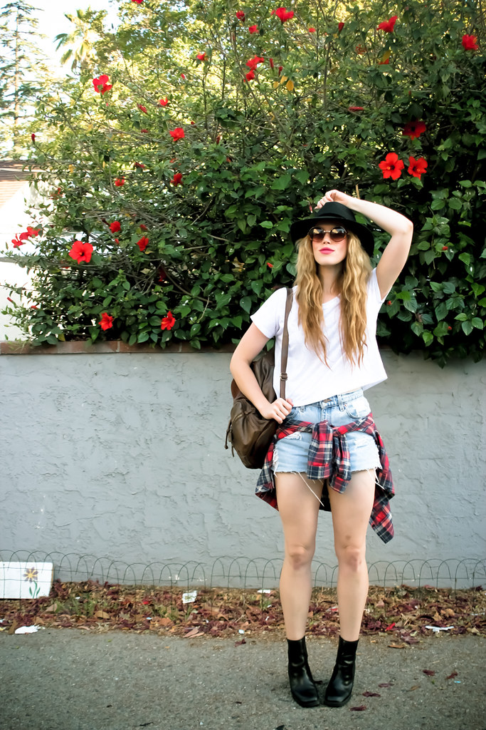jennifer beile seeking style blog fashion style summer style road trip style what to bring on a road trip comfort style easy style how to style a white tee denim cut offs what to wear in the summer urban outfitters melrose trading post crossroads style claires nordstrom rack