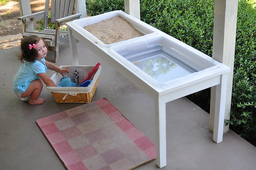 Bumble bean diy farmhouse sand and water table for Diy sand and water table pvc