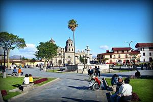 plaza-de-armas-cajamarca-peru