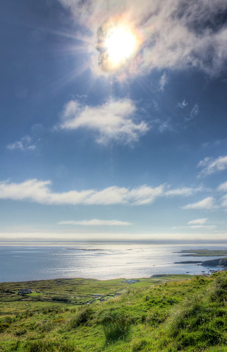 ocean ireland light sky sun galway grass backlight soleil lumière eire ciel hdr contrejour herbe irlande countygalway végétaux skyroad comtédegalway
