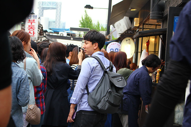 People queuing for skewed chicken - Seoul