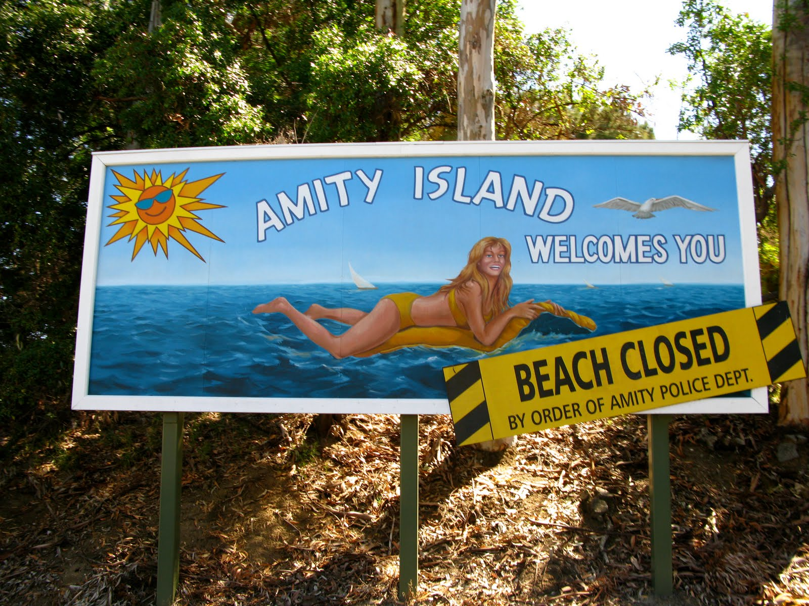 Welcome to Amity sign (no shark)