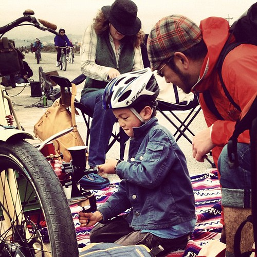 Declan grinding coffee at #sundaystreets #brannan