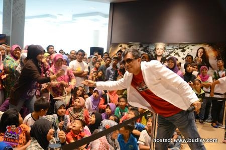 Ahmad Idham and Fans at TGV Mesra Mall 2nd Anniversary