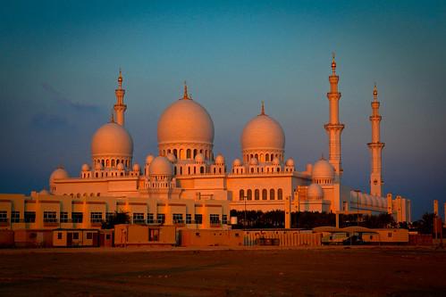 Sheikh Zayed Mosque at dusk