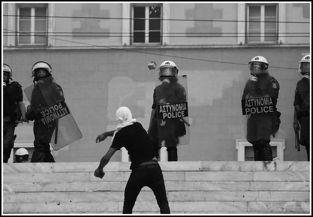 sidagma riots2 bw