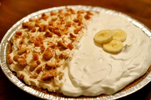 Peanut Butter and Banana Cream Pie | Half classic banana cre ...