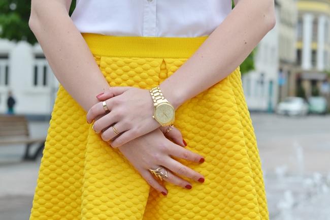 Springbrunnen und gelbe Röcke (3)