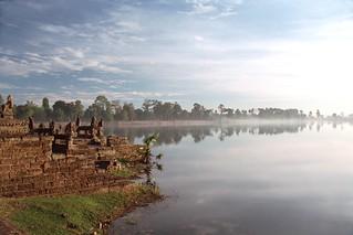Early morning mist, Sras Sarang, Angkor Wat, Seam Reap, Cambodia