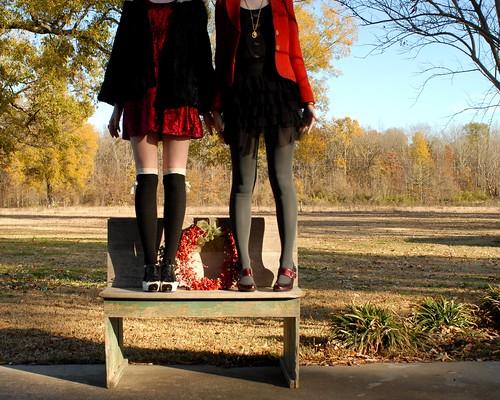 christmas red black bench louisiana naturallight wreath lastnight nosnow hbm 40degrees trp therogueplayers benchmonday happybenchmonday louisianachristmasedition amishschooldesk itgotto