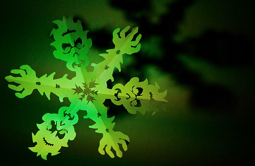 Zombie Snowflake Papercraft (Eery Green Light)