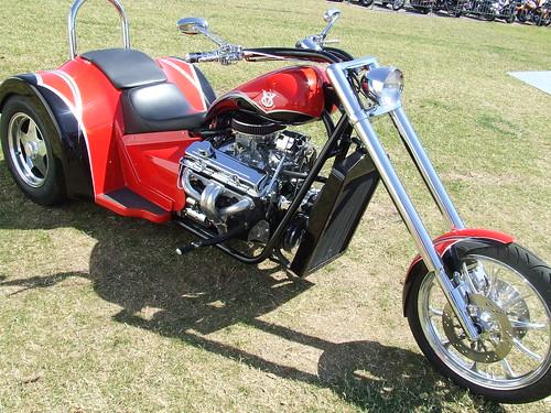 RED V8 TRIKE