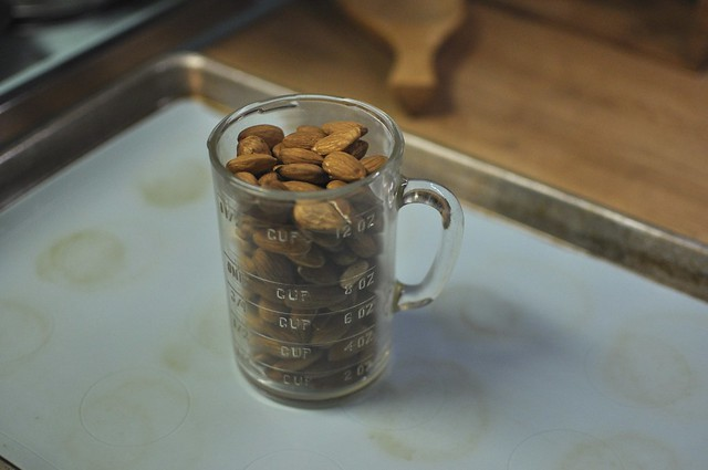 1 1/2 cups almonds