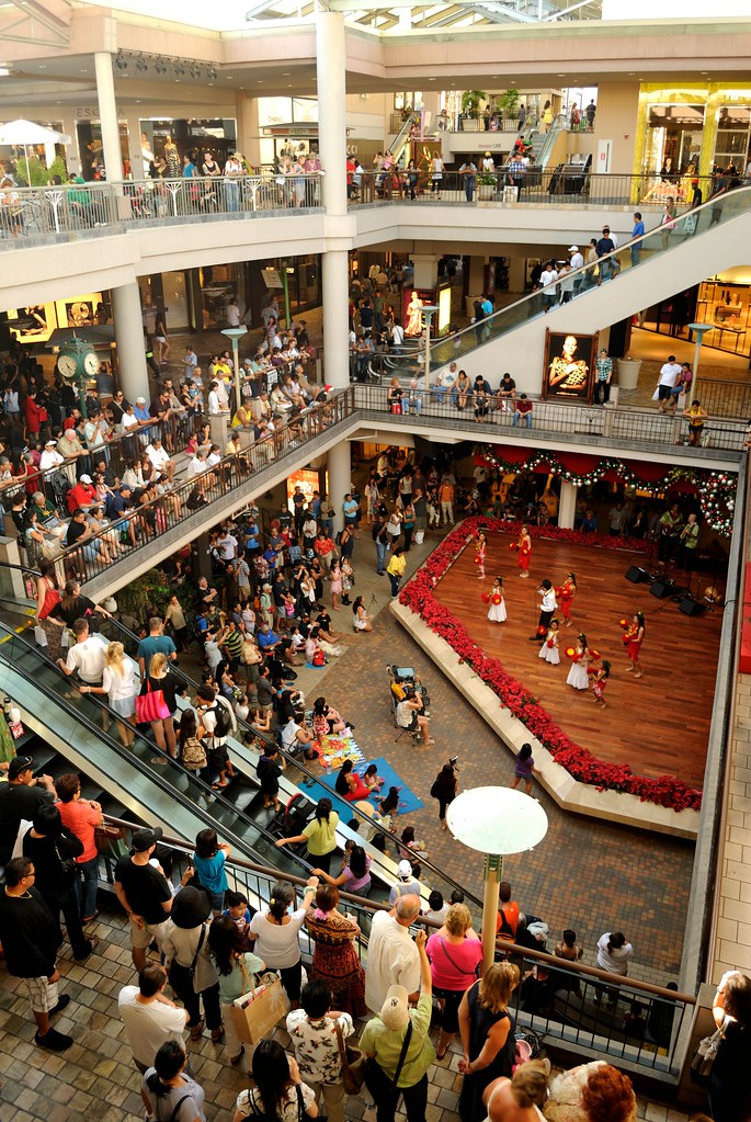 Performance at Ala Moana CenterStage