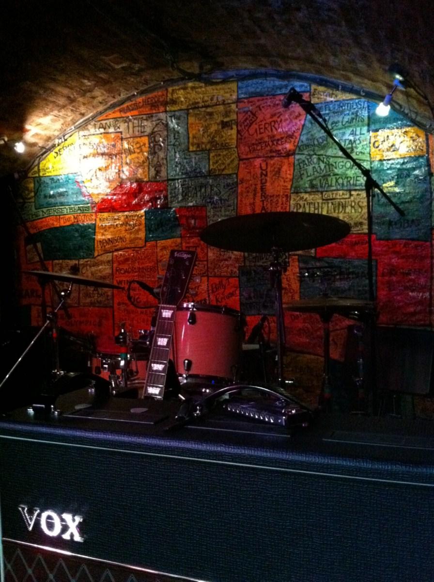 Ruta de los Beatles: Interior de The Cavern, aunque éstas caras las quitaron hace un tiempo. ruta de los beatles - 5333146237 116aa3e274 o - Ruta de los Beatles en Liverpool