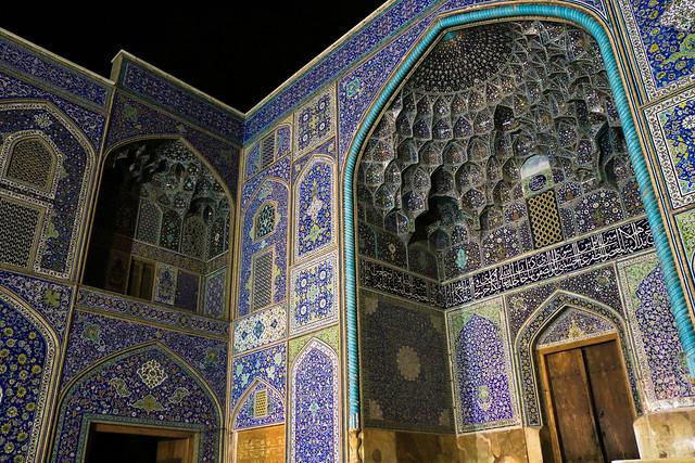 Sheikh Lotfollah mosque at night, Isfahan イスファハン、夜のマスジェデ・シェイフ・ロトゥフォッラー