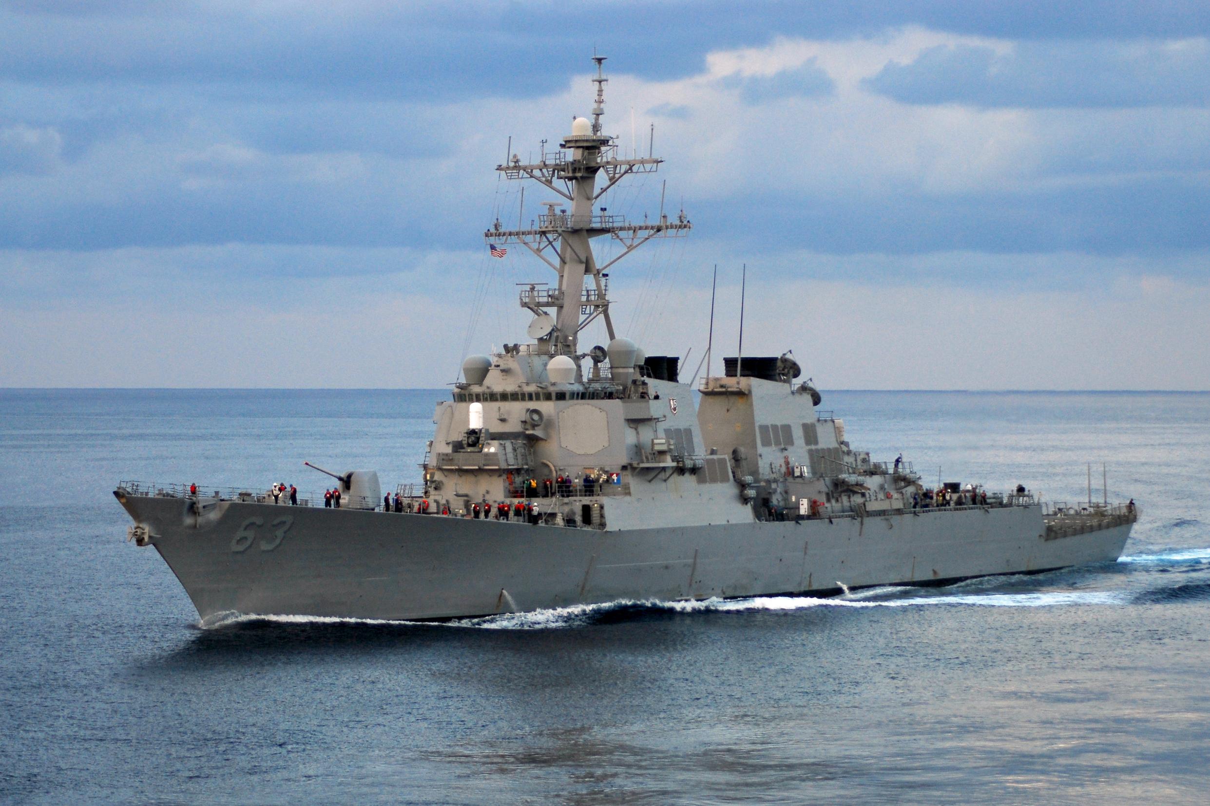 Истребители и корабли КНР сделали предупреждение эсминцу США в Южно-Китайском море
