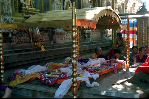 Vajrasana, The place where Lord Buddha gained enlightenment, His Holiness Jigdal Dagchen Sakya and entourage, Bodhagaya, India, in 1993 by Wonderlane