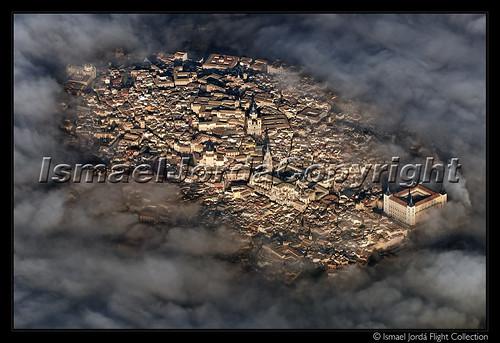 Toledo sobre la niebla por Ismael Jordá