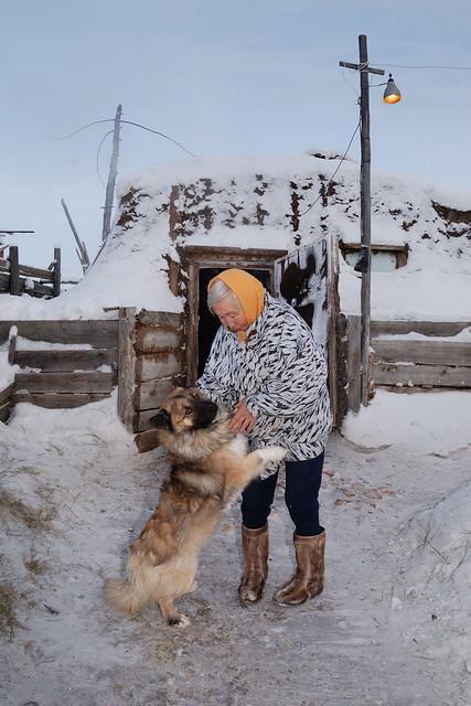 Mutual affection, winter rural life © Bernard Grua 2010